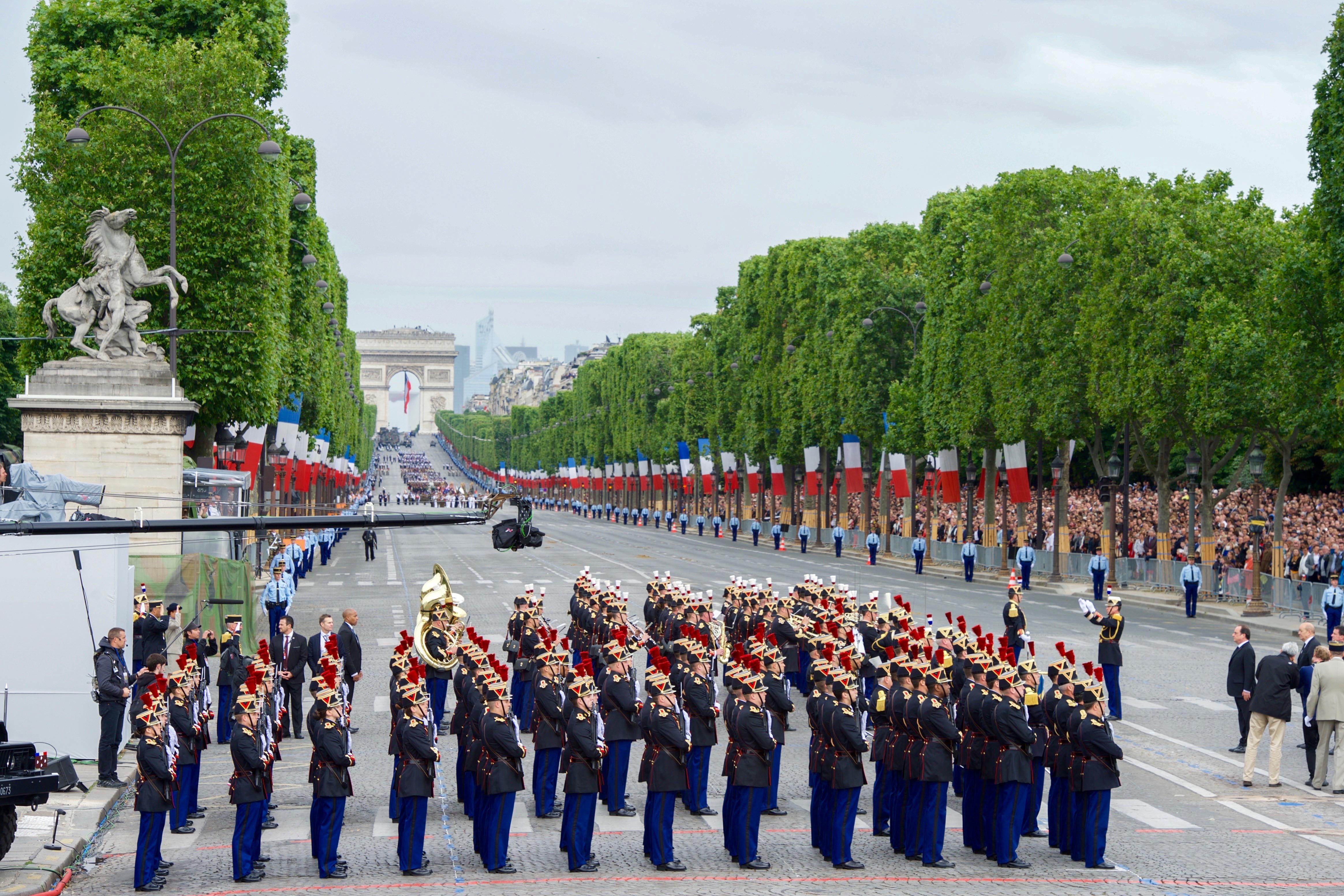 Фото празднования Дня Бастилии в Париже
