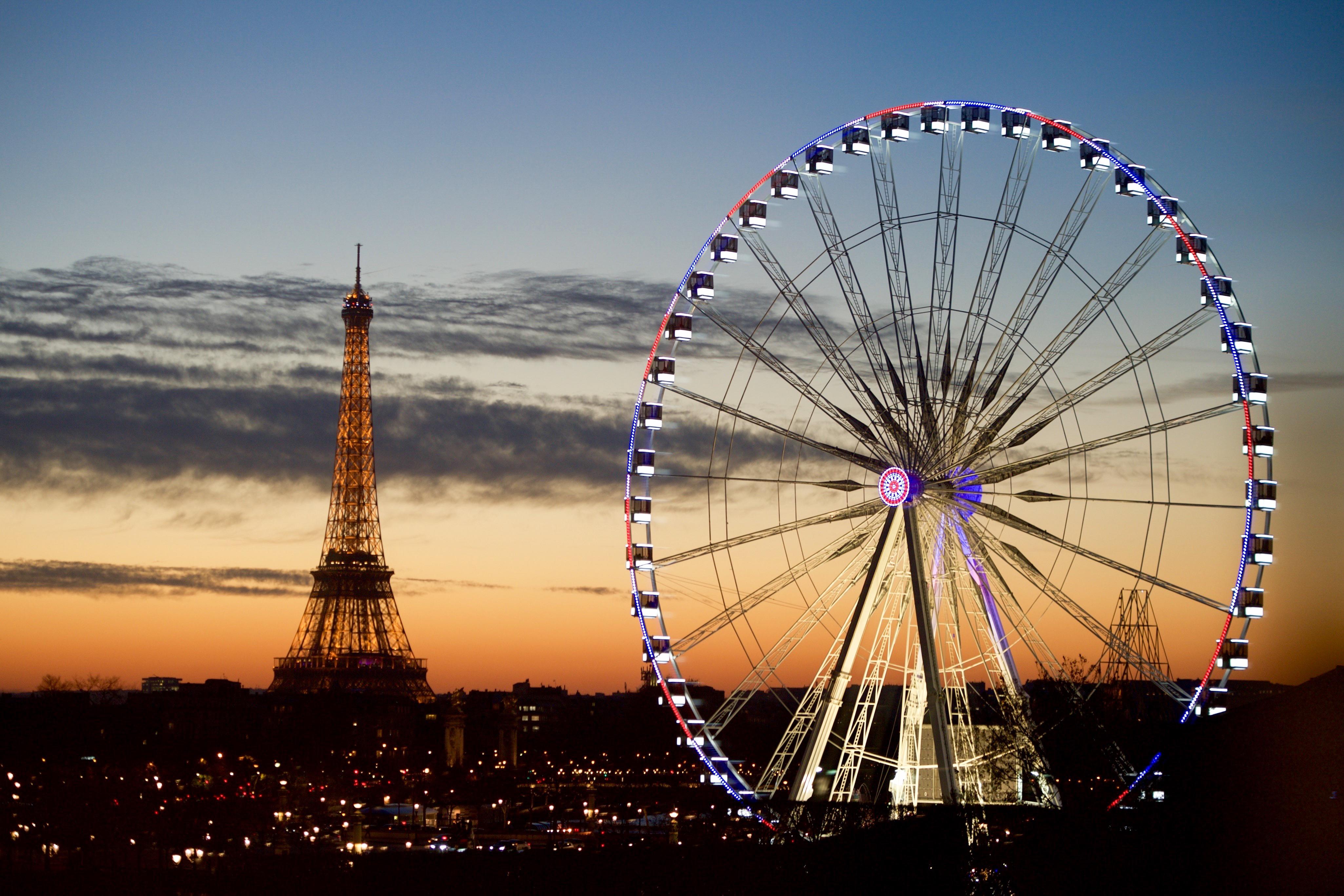Фото Эйфелевой башни и Чертова колеса в Париже