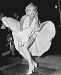 Фото Мэрилин Монро с поднимающейся вверх юбкой