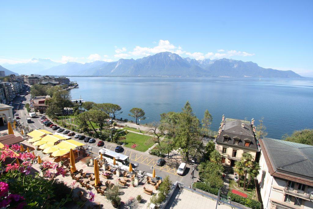 Женевское озеро - набережная Монтрё