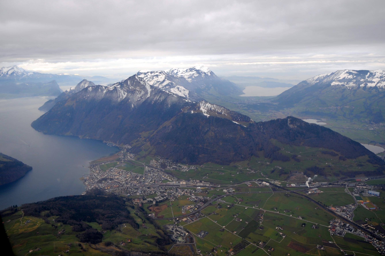 Швейцарский пейзаж - озера и горы