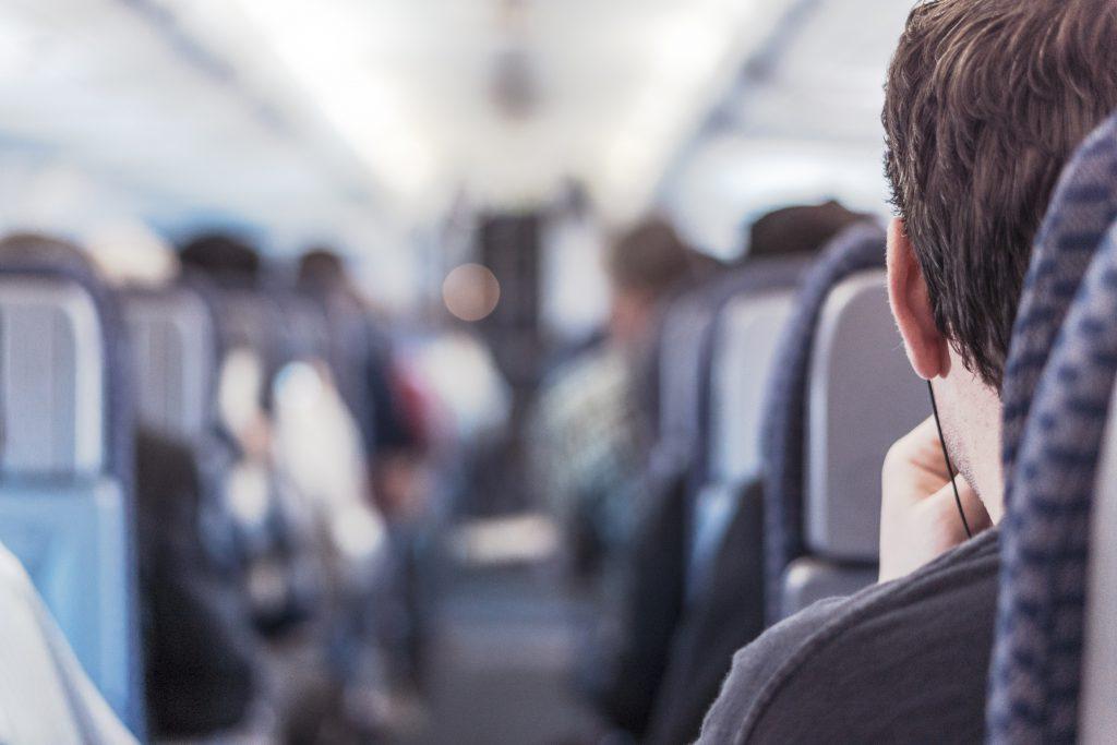Пассажирский салон самолета.