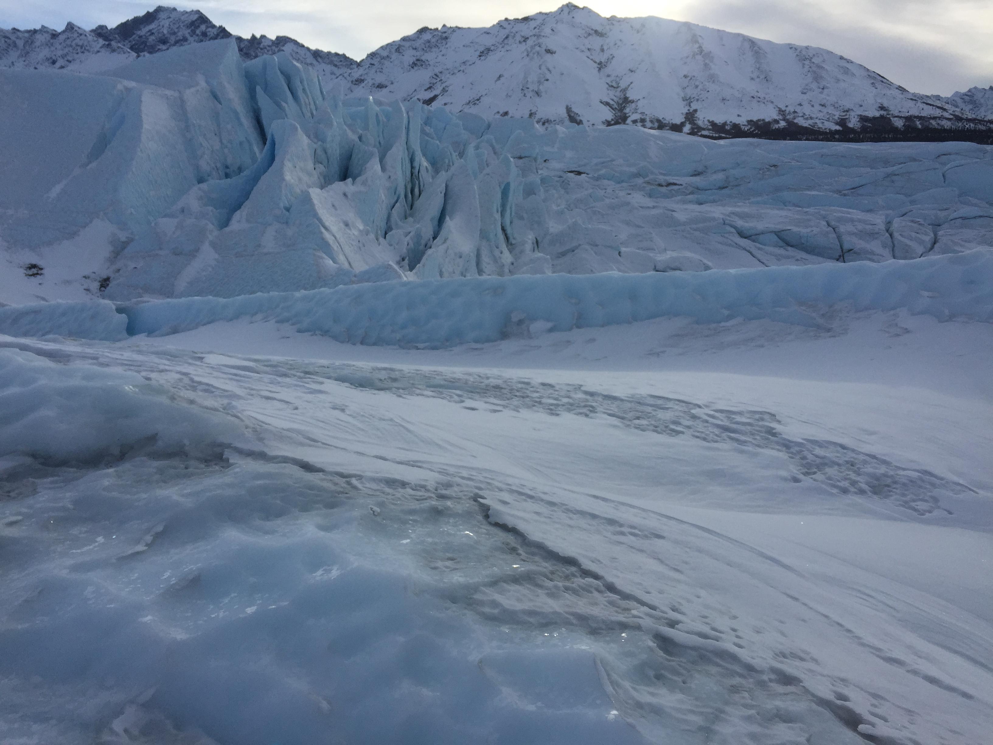 Горы и ледник на Аляске фото