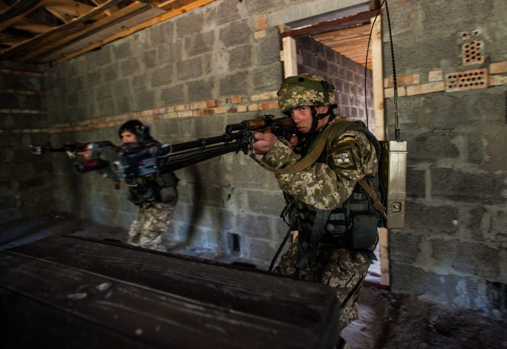 Украинские военные на учениях и в бою
