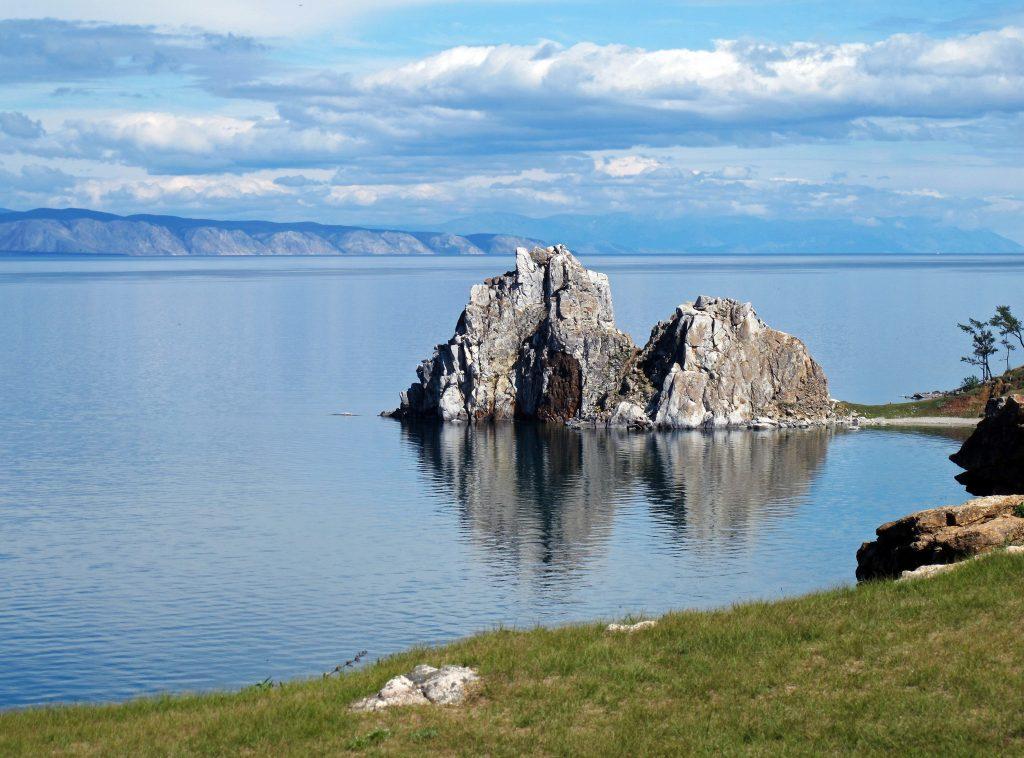 Озеро Байкал летом