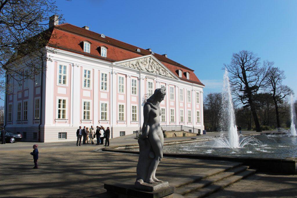 Фото старинного здания в зоопарке Берлина