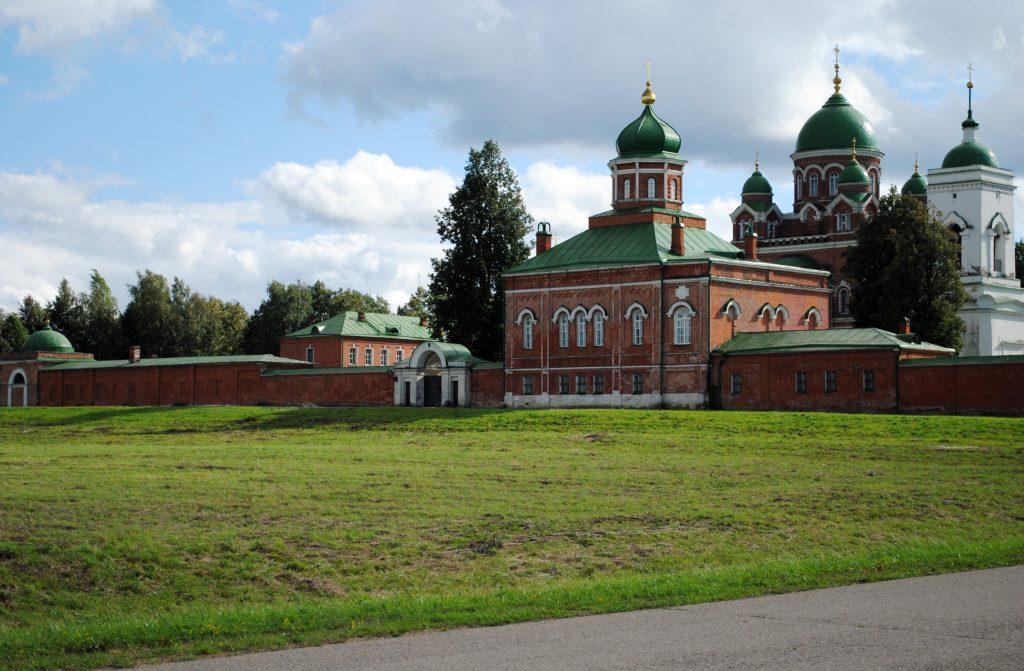 Спасо-Бородинский монастырь в деревне Бородино