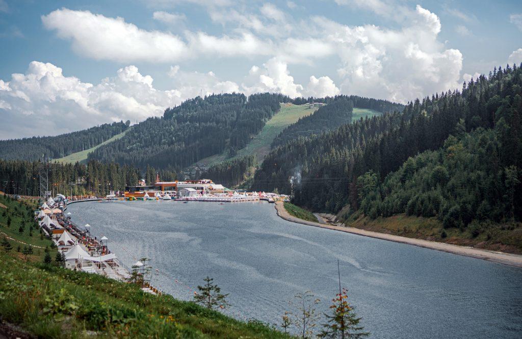 Озеро курорта Буковель