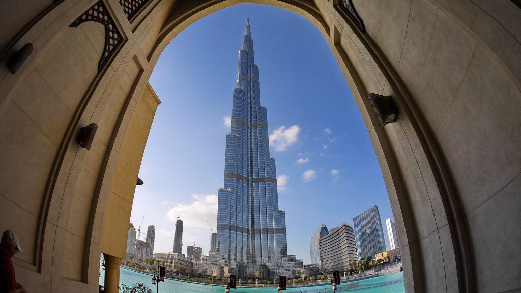 Небоскреб башня Бурж Халифа в Дубае