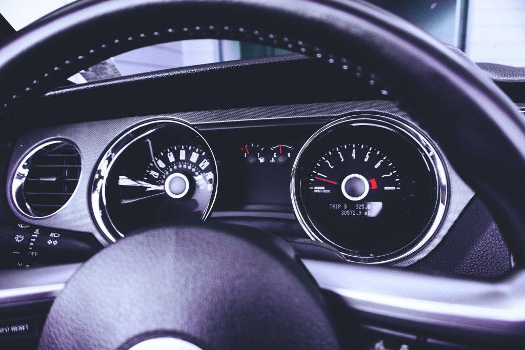 Приборная панель автомобиля фото