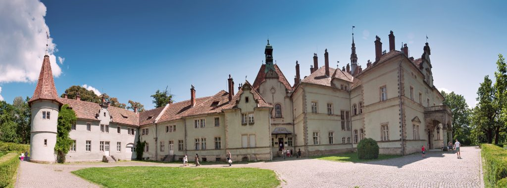 Дворец графов Шёнборнов в Чинадиево