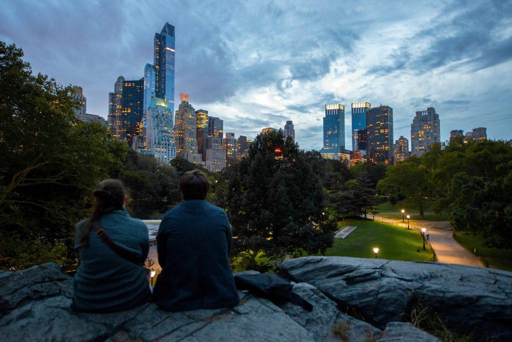 Фото пары влюбленных в центральном парке Нью-Йорка