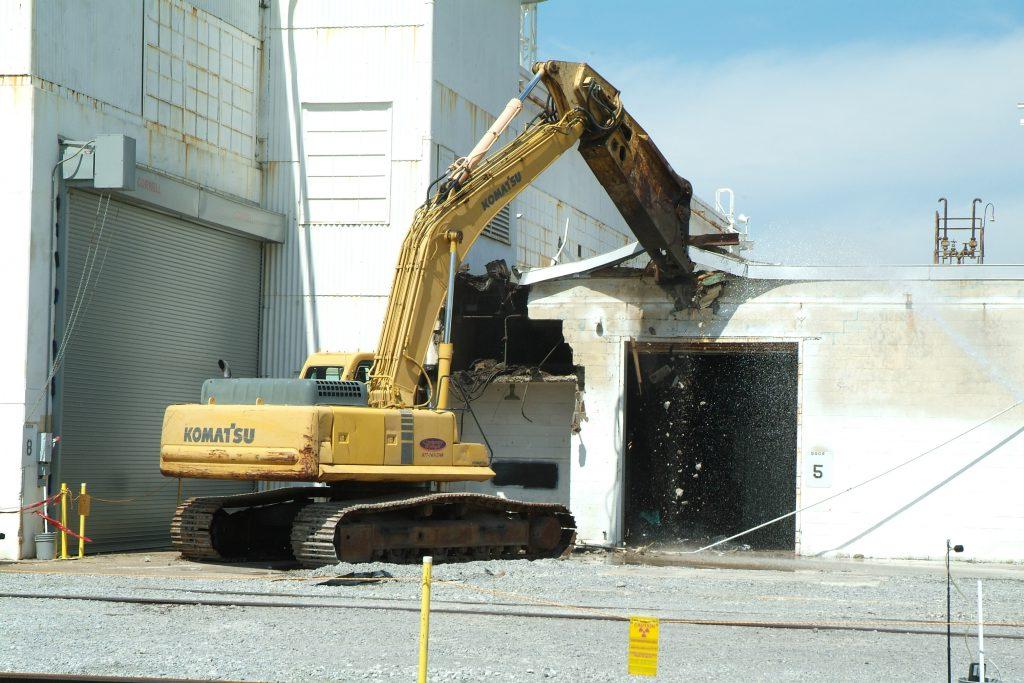 Демонтаж разрушение здания фото