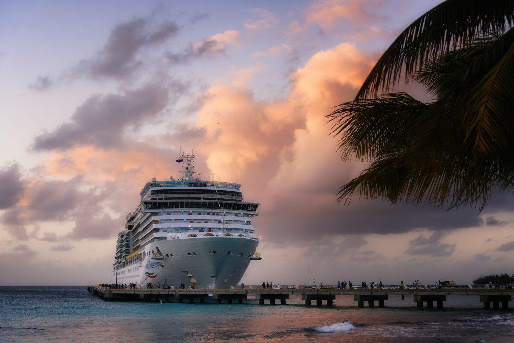 Круизный лайнер на Карибах фото