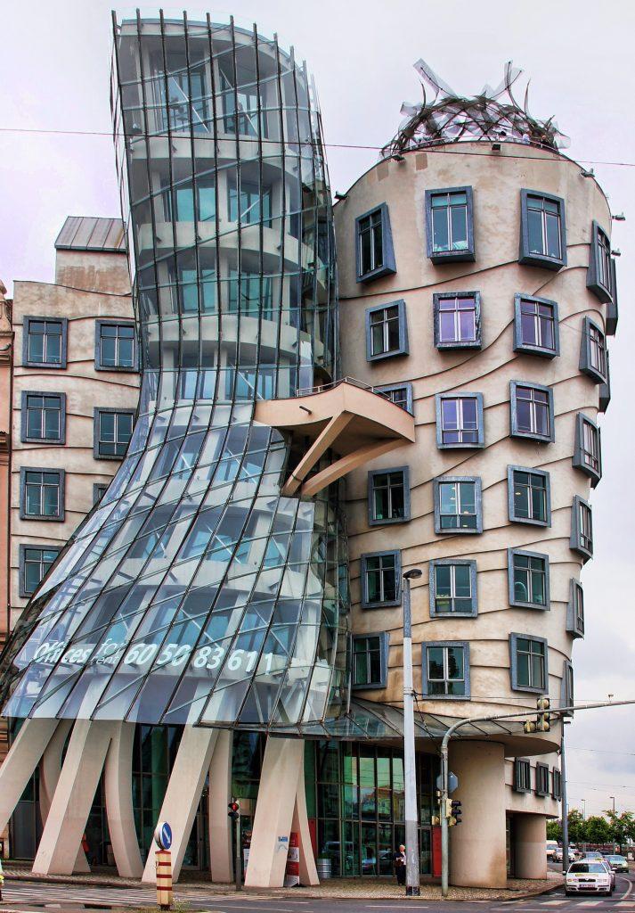 Танцующий дом - необычный кривой дом, Прага, Чехия