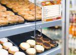 Пончики донаты - пироженное донат в магазине или кафе