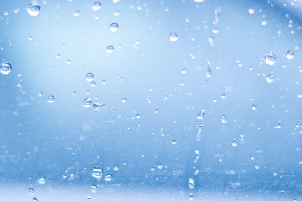 Текстура капли воды и грязи на стекле машины