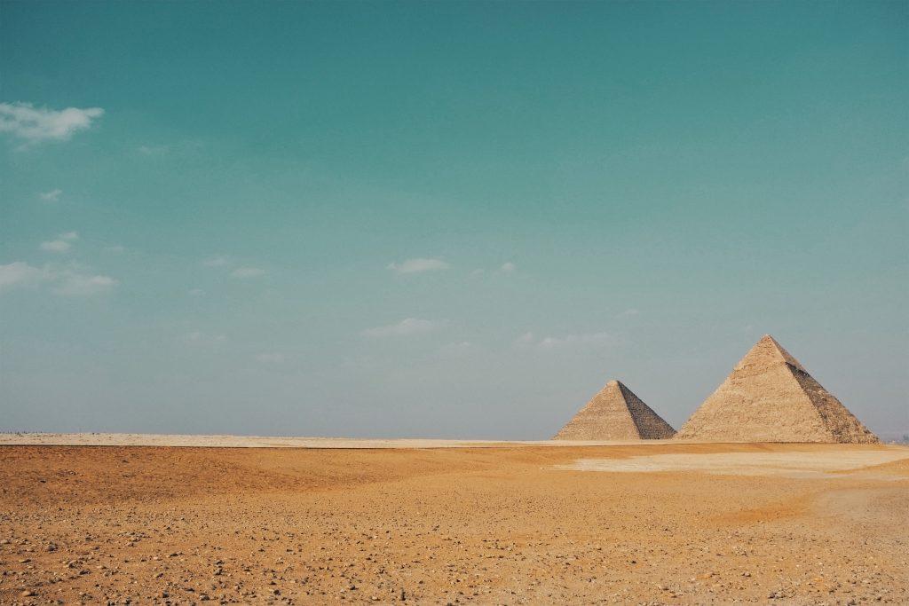 Великие египетские пирамиды в Гизе фото