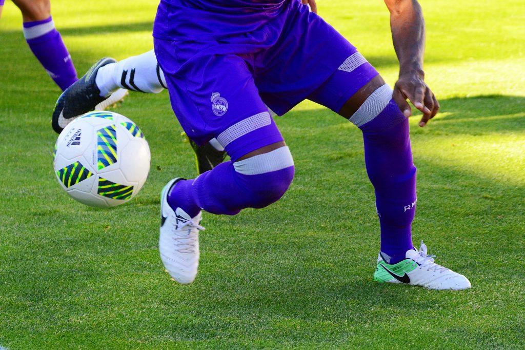 Игра в футбол фото