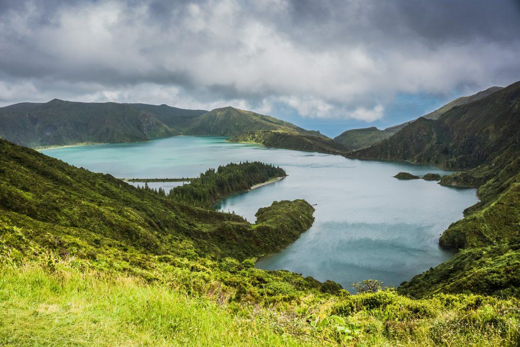 Озеро Фурнаш на острове Сан-Мигел