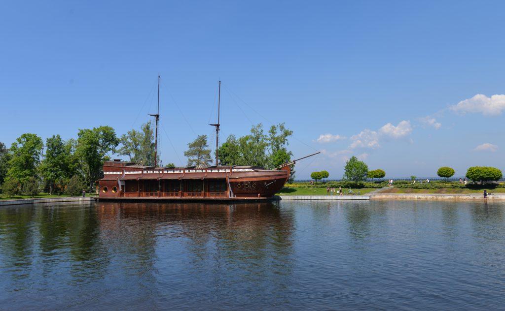 Корабль Галеон в Межигорье