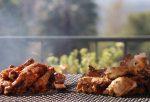 Курица гриль барбекю в соусе и специях, уличная еда