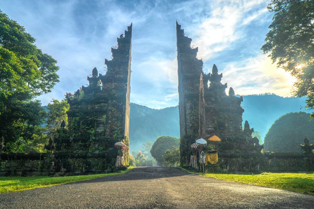 Ворота Хандары на Бали фото