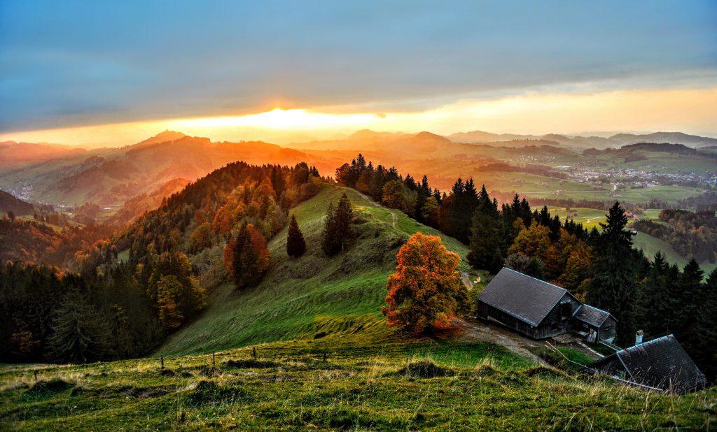 Горы Альпы в Хундвиль, кантон Аппенцелль