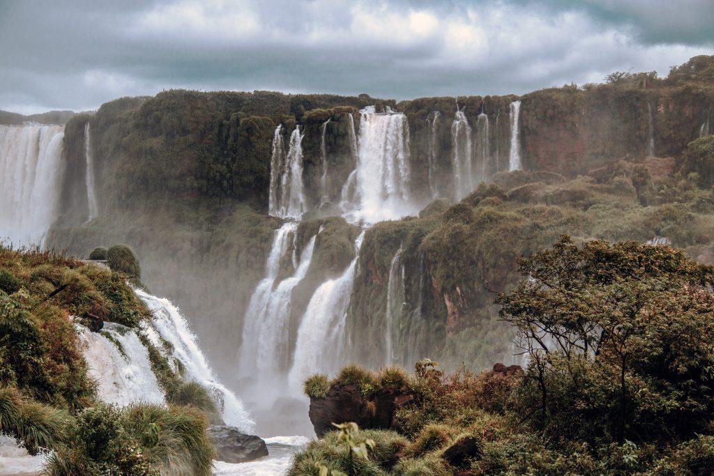 Фото водопада Игуасу в Бразилии