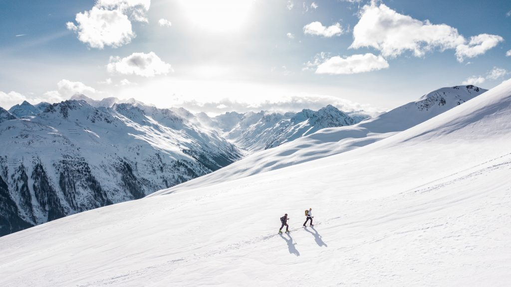 Австрия Ишгль - альпинисты идут по леднику