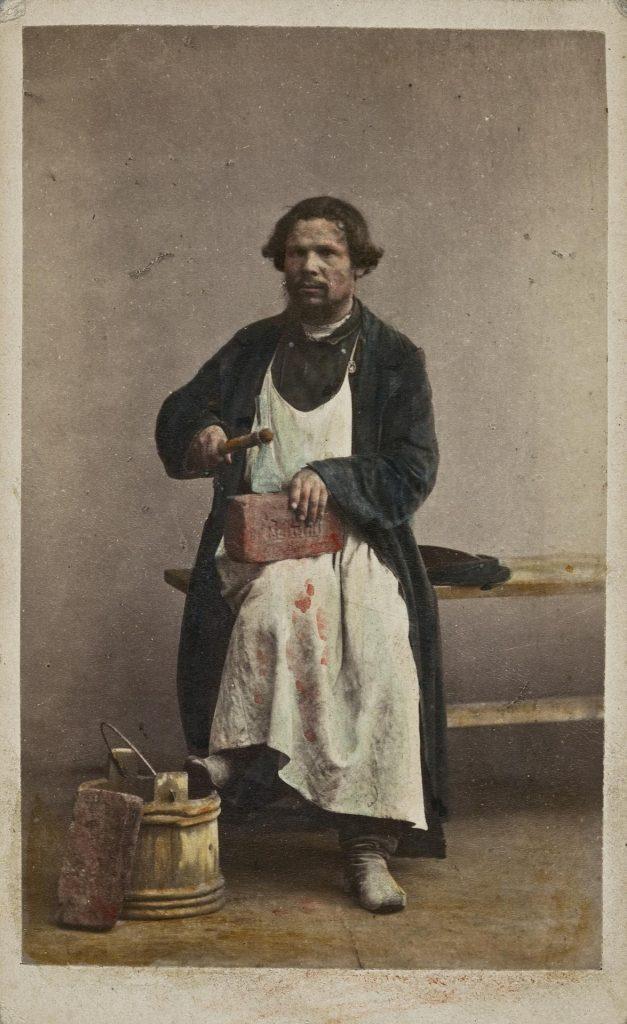 Каменщик - старое ретро фото 19 века