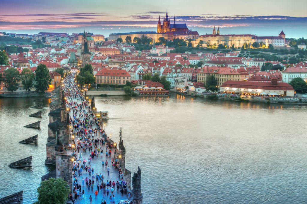 Карлов мост и панорама Праги