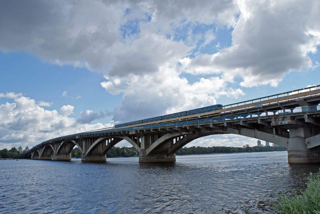 Фото моста метро в Киеве