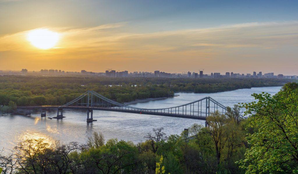 Панорама Киева - пешеходный мост через Днепр