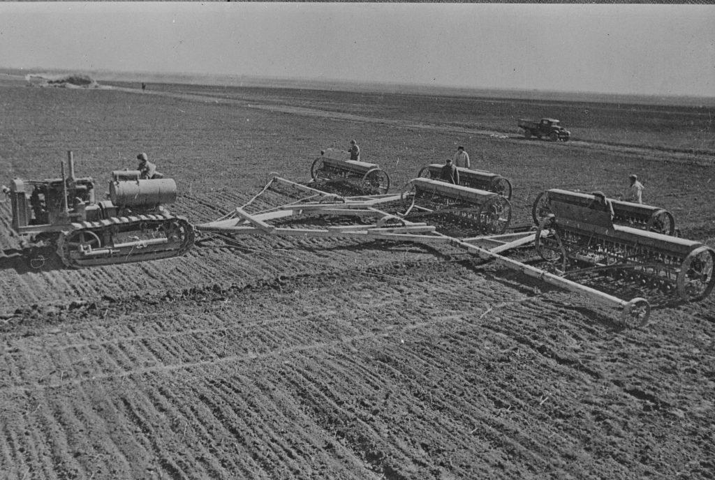 Колхоз в УССР в 1930х годах - посевная