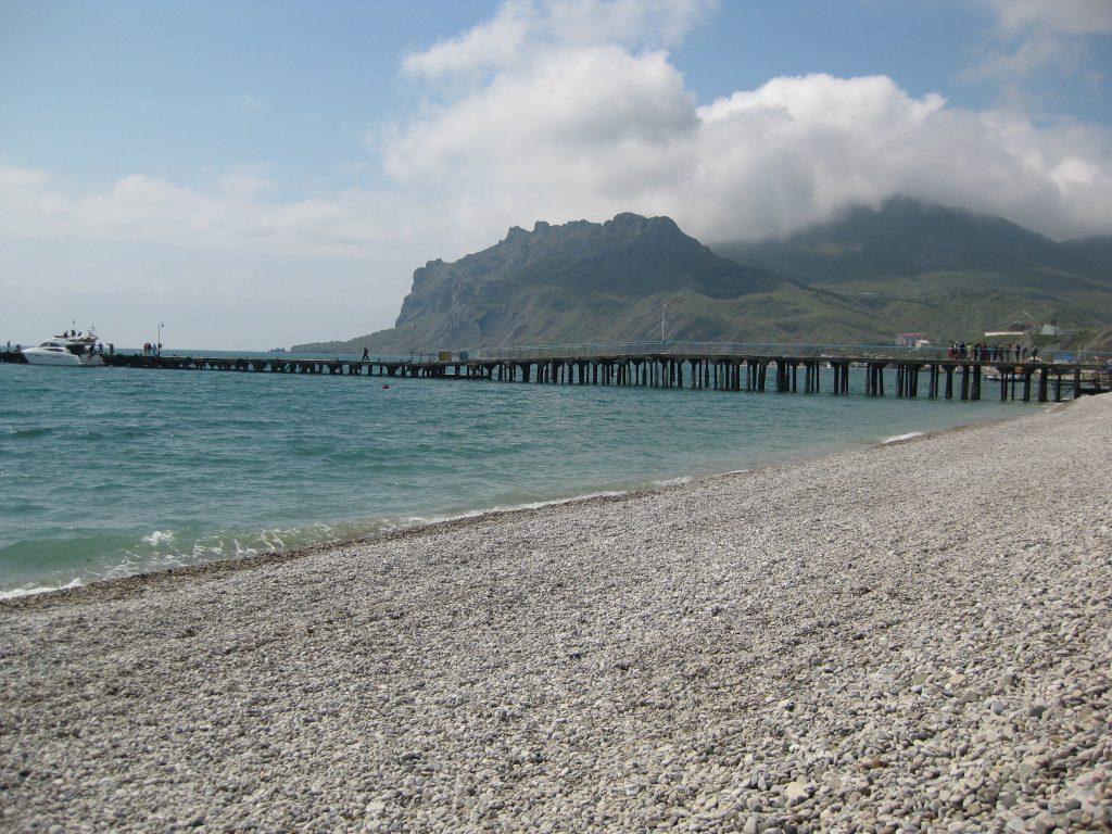 Фото галечного пляжа в Крыму