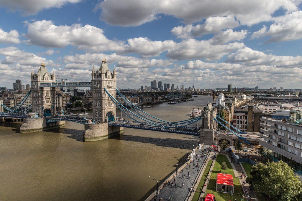 Река Темза и Тауэрский мост фото