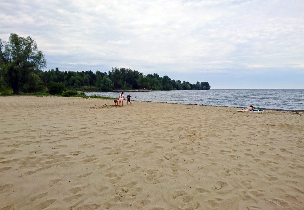 Пляж в Лютеже и Козаровичи на Киевском море