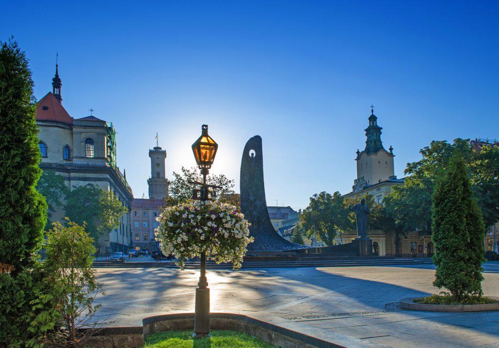 Памятник Шевченко в центре Львова