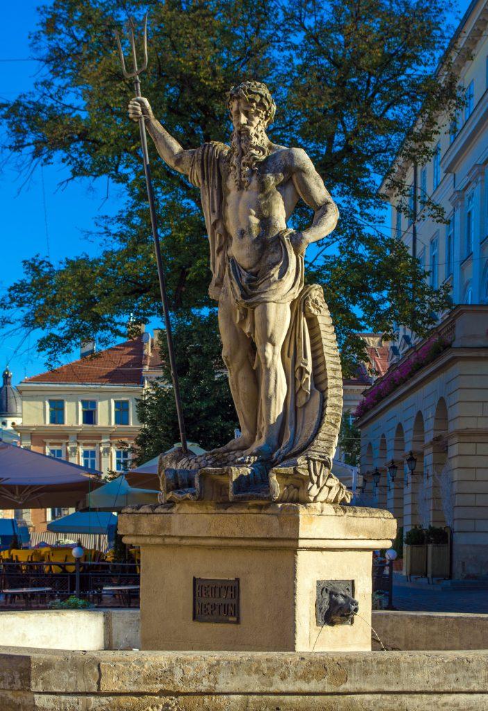 Скульптура Нептуна на площади Рынок в Львове