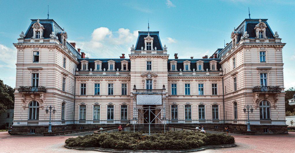 Дворец Потоцких в Львове