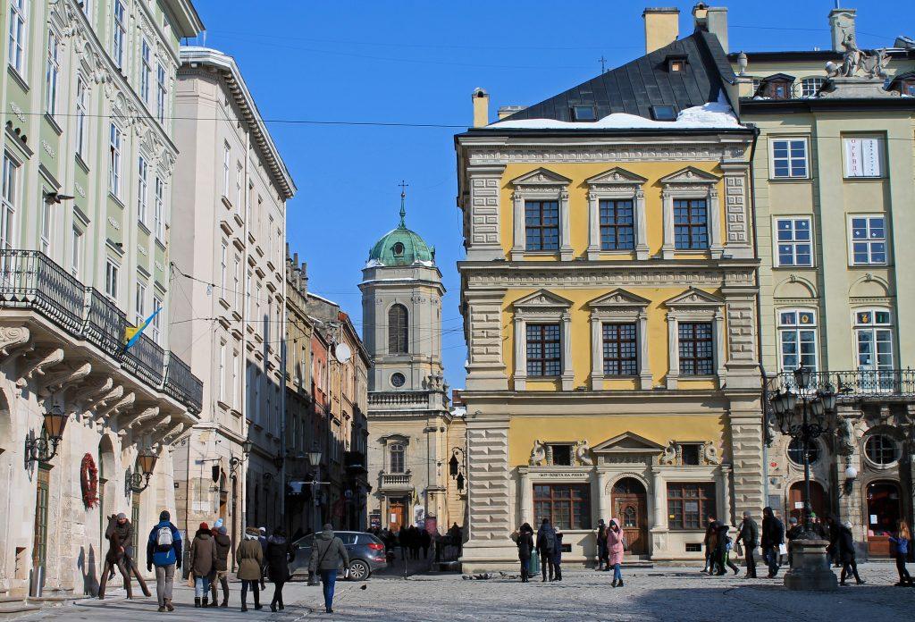 Улица Ставропигийська и Доминиканский собор Львова