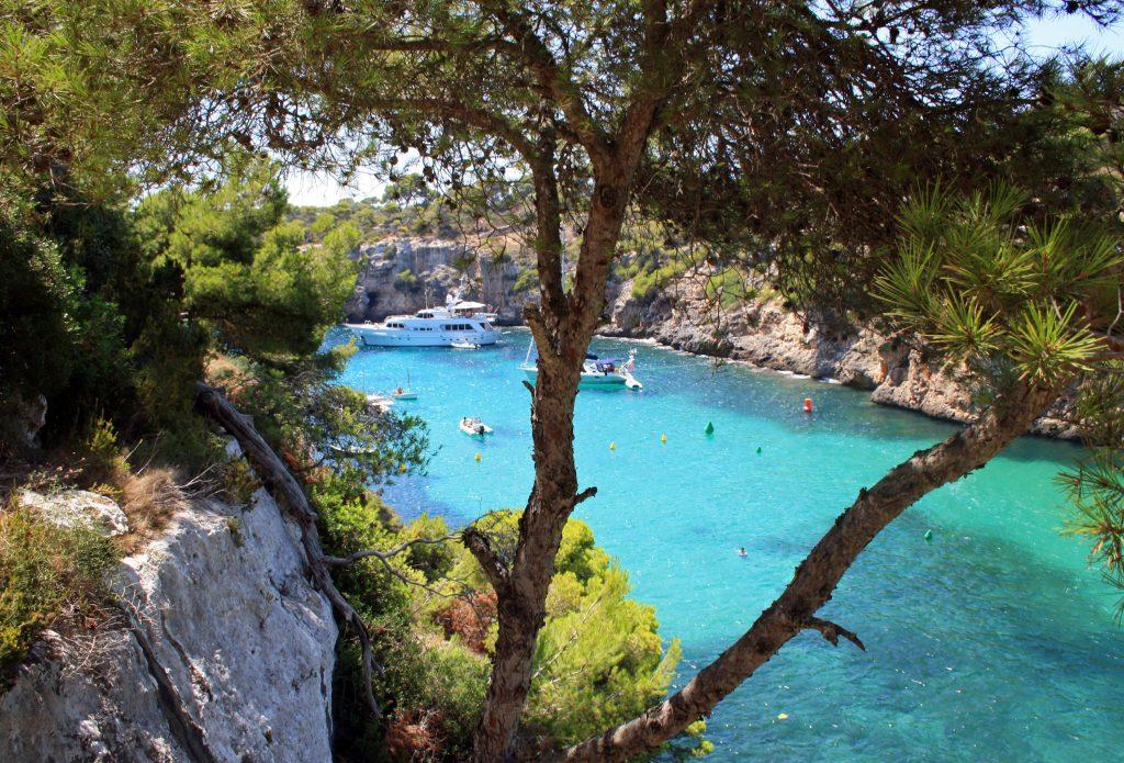 Пляж и лагуна, остров Мальорка, Испания