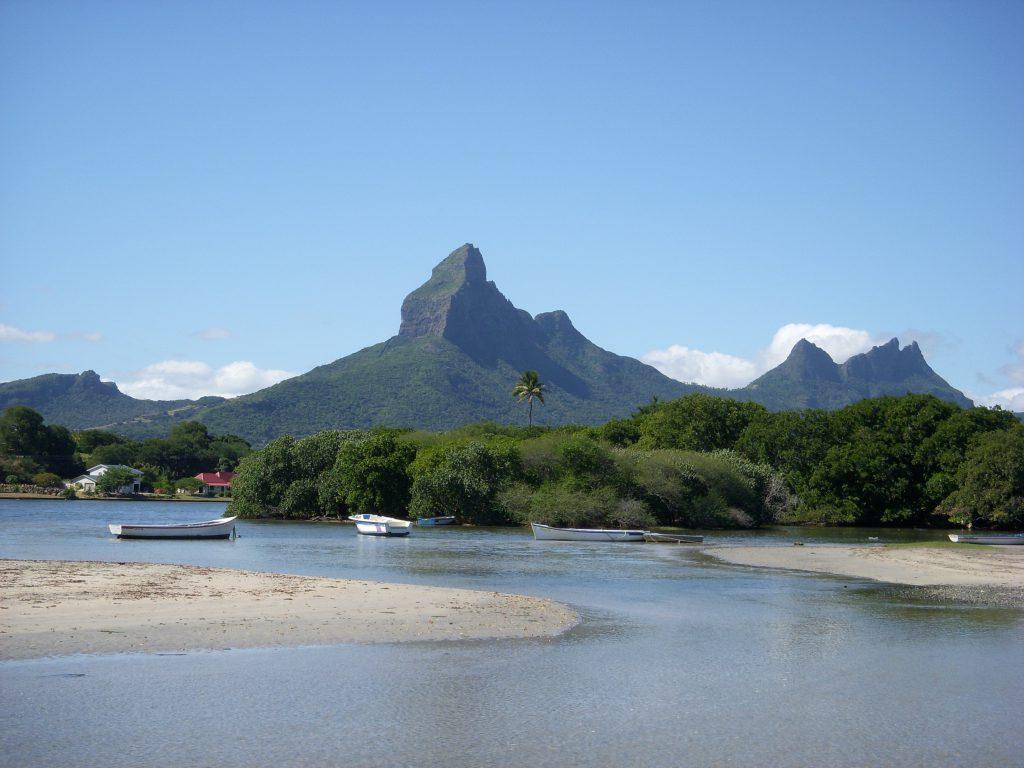 Горы на острове Маврикий фото