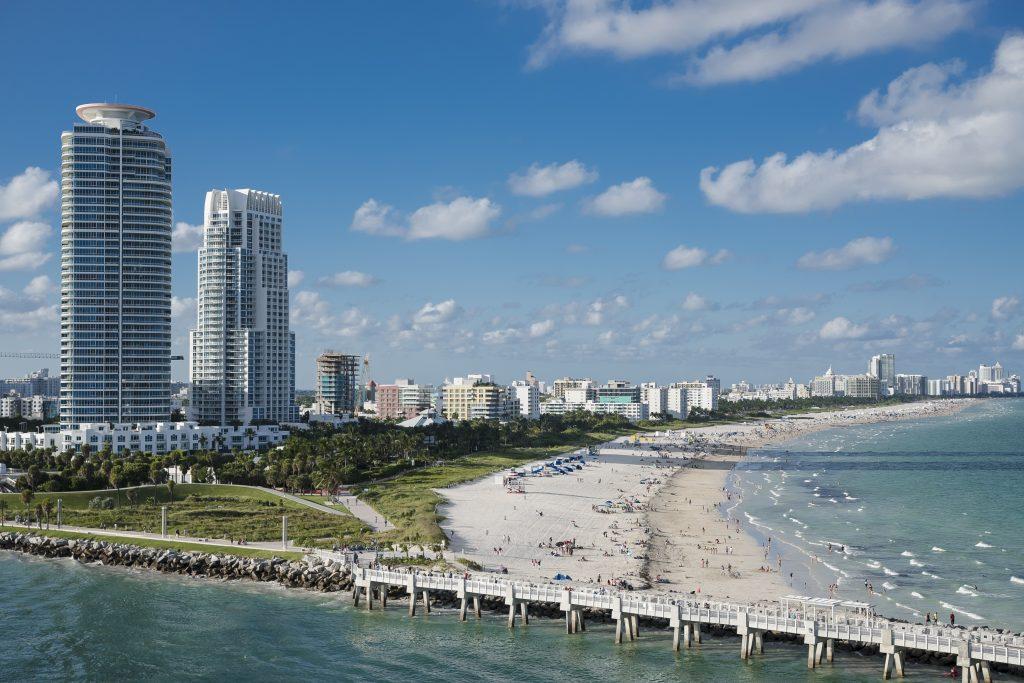 Панорама пляжа в Майами, США