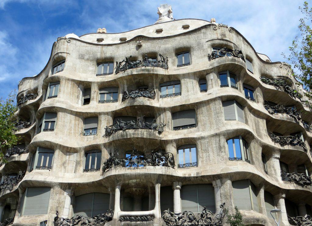 Дом Каса-Мила, архитектор Гауди, Барселона