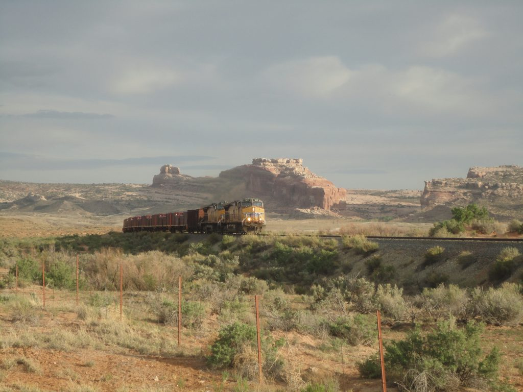 Грузовой поезд фото