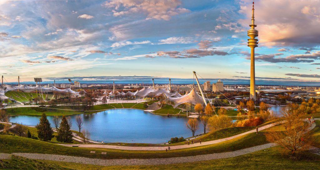 Олимпийский парк Мюнхена и телебашня Олимпиатурм