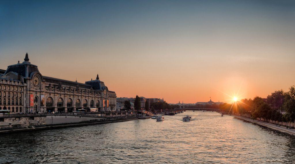 Музей Орсе и река Сена в Париже