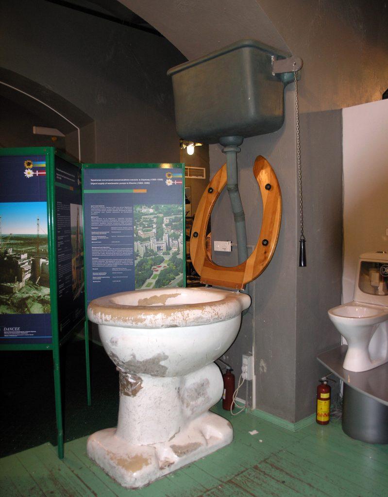 Гигантский унитаз, музей Воды в Киеве